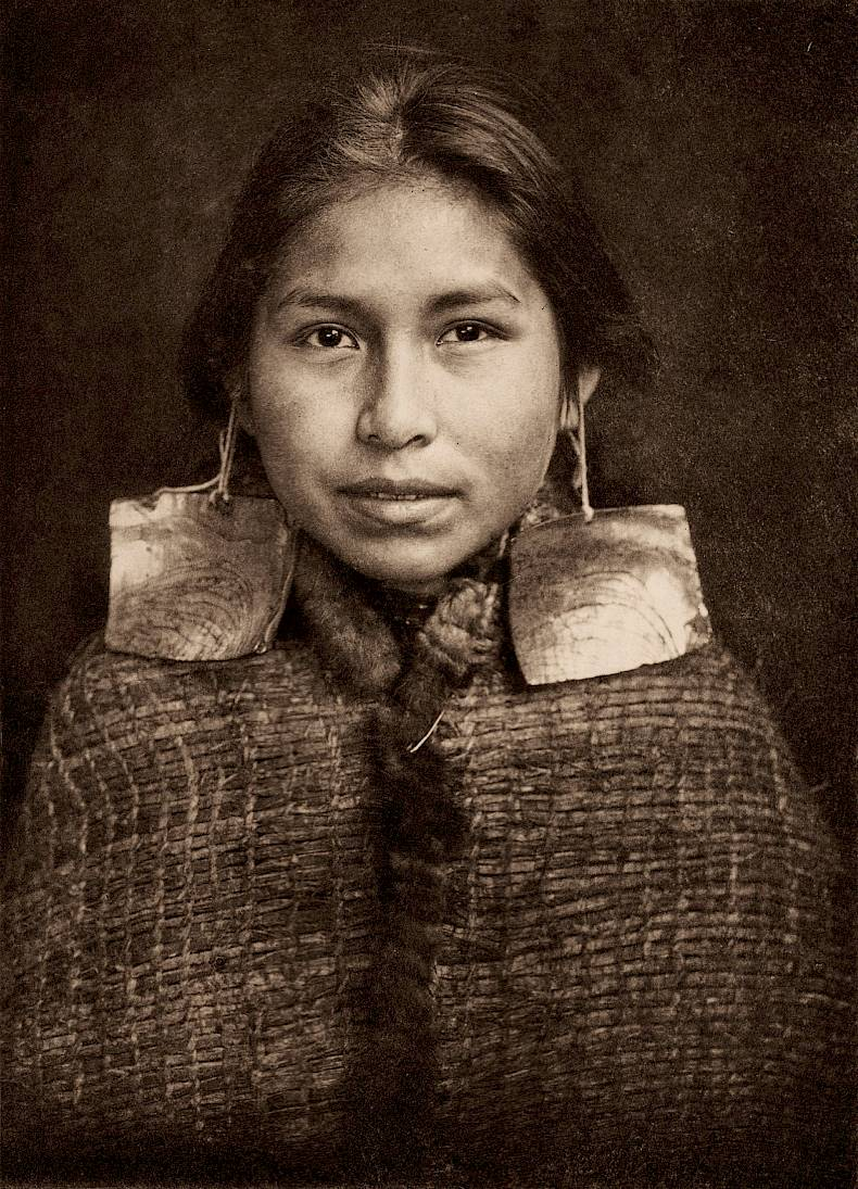 «Tsawatenok Girl», Edward S. Curtis, Fotogravur, 1914, Charles Deering McCormick Library of Special Collections, Northwestern University Libraries