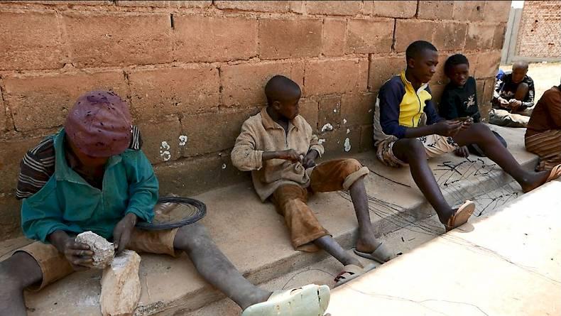 Auto Didaktika. Drahtmodelle aus Burundi | Völkerkundemuseum ...