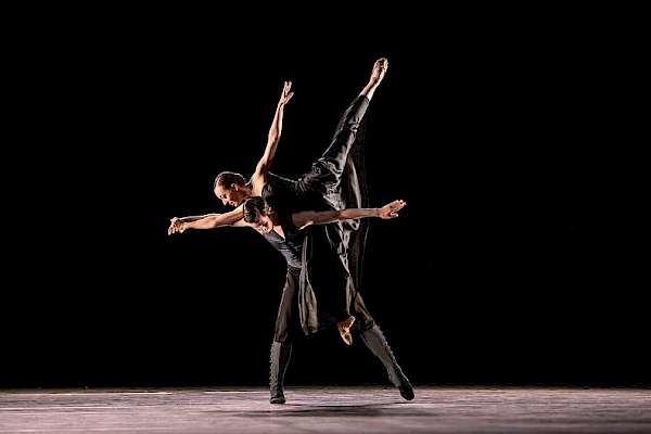 Un Ballo, Junior Ballett, Marjolaine Laurendeau, Iacopo Arregui; Foto: Gregory Batardon