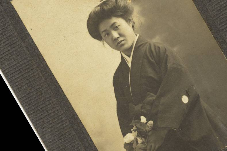 Picture bride photograph of Tsuchido Takeko used to show prospective husband. Copyright Japanese American National Museum (Gift of Patsy Yasui, 97.64.4).